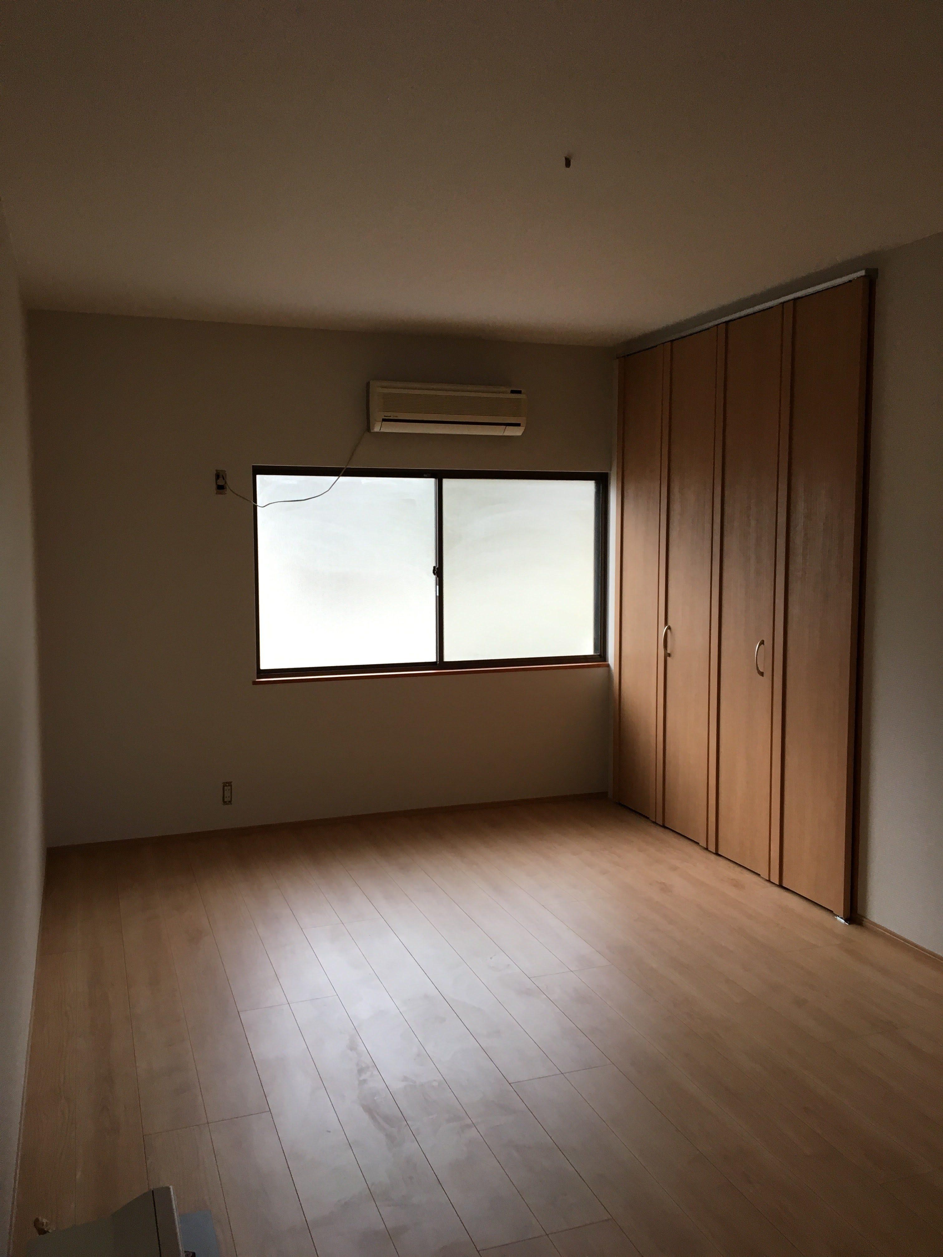 和室から洋室に!!押入れをクローゼット扉に変更し、畳はフロアー材