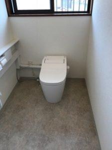 トイレを広くキレイにしました!トイレ交換、小便器撤去して、部屋を広げ壁はクロス床はクッションフロア