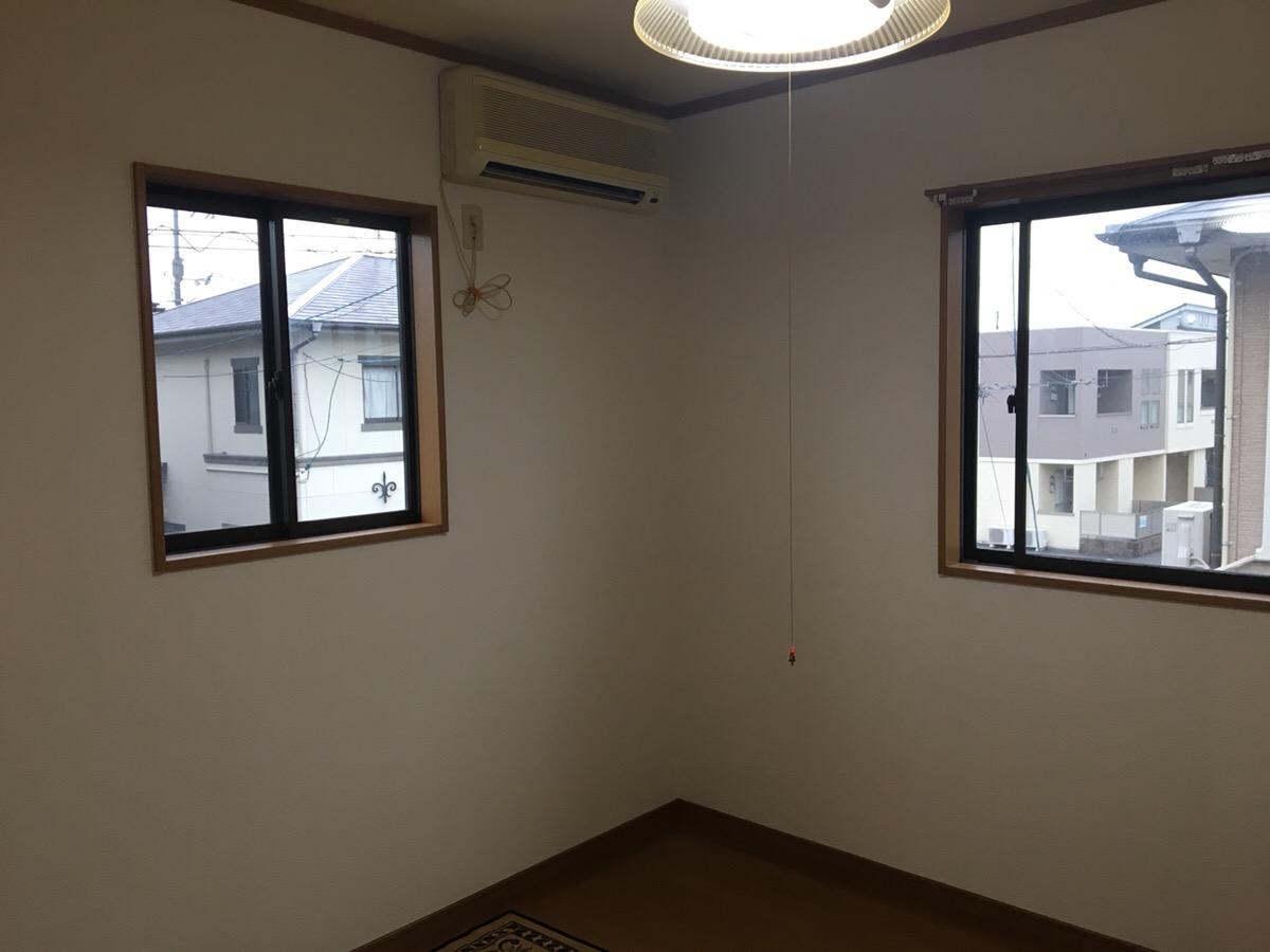 クロスを張り替えて部屋が明るくなりました!