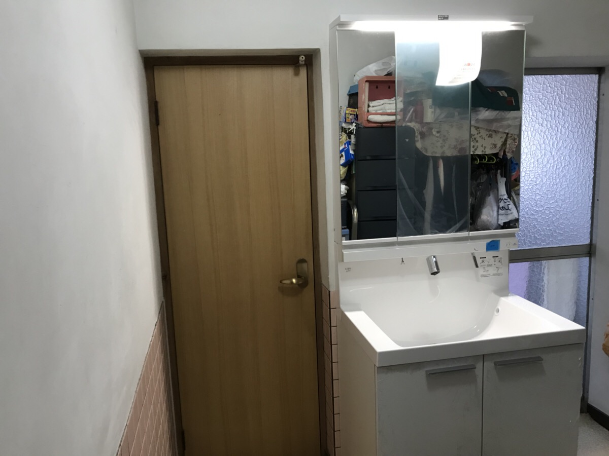 洗面化粧台とトイレを交換し、気分一新!