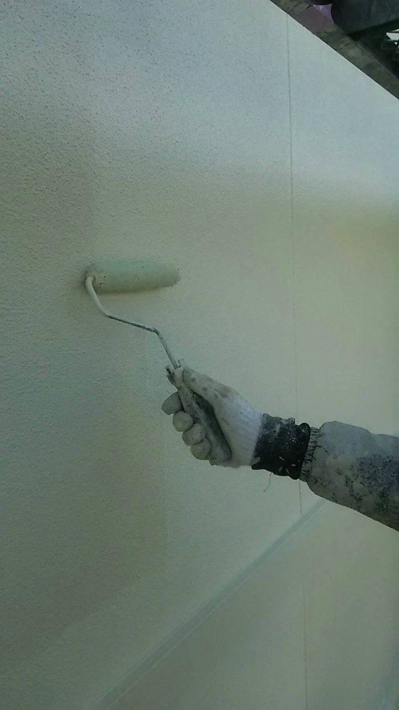 山手町の外壁塗装  本日は外壁の塗装、三回塗りです