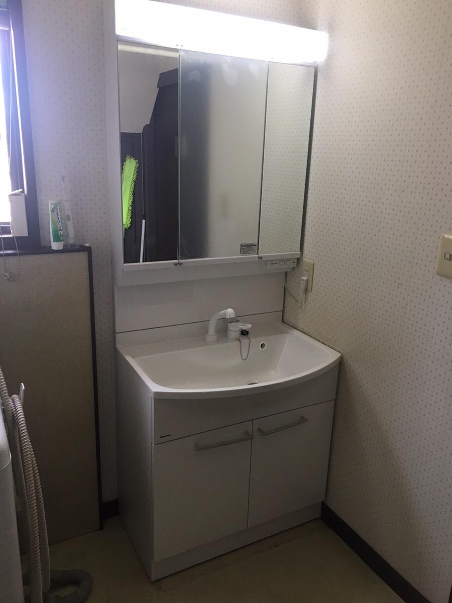 一面鏡の洗面化粧台から三面鏡の洗面化粧台へ!収納力アップ!!
