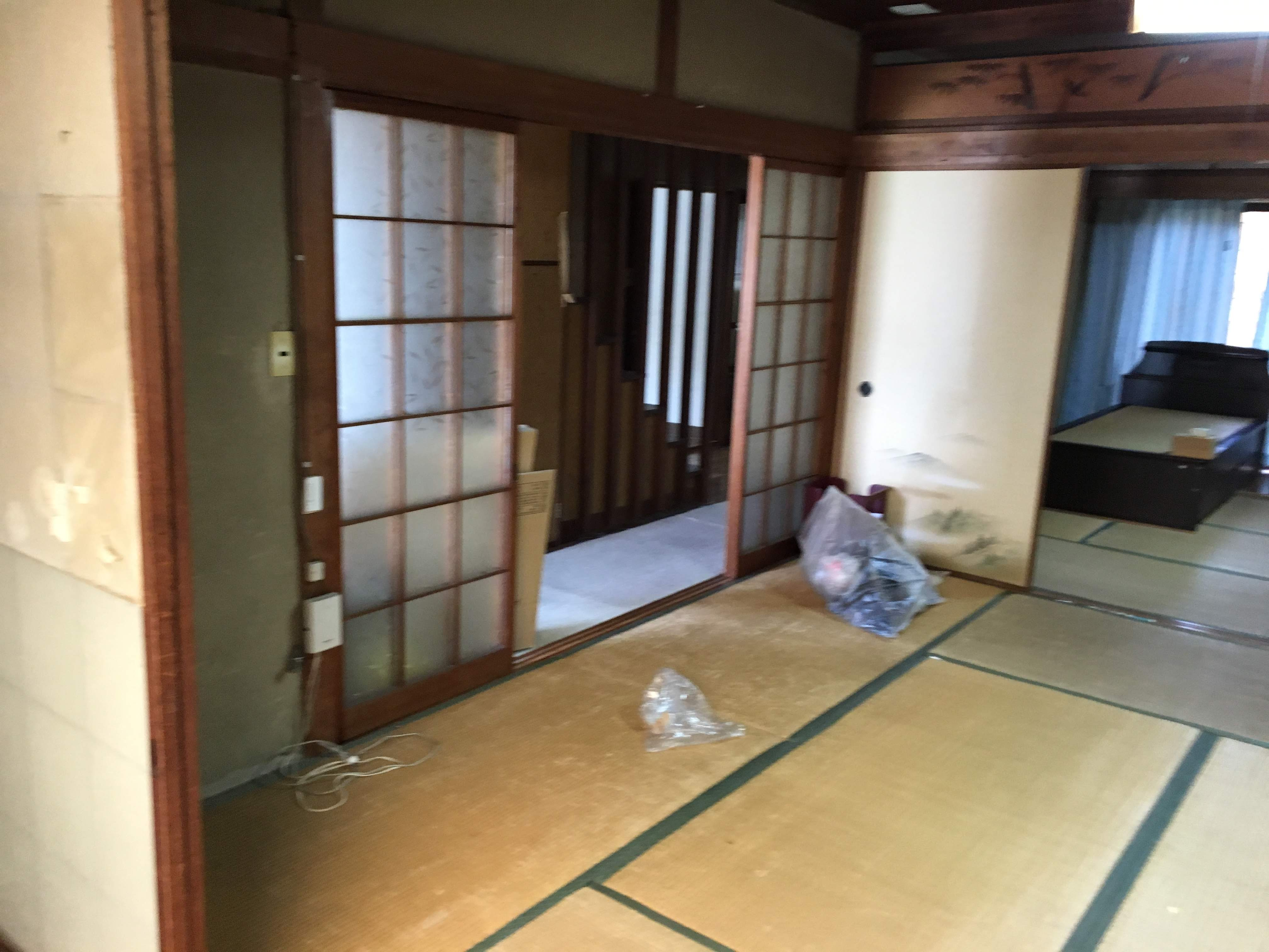 和室で、間仕切りが沢山あり使い勝手が悪かったようです。