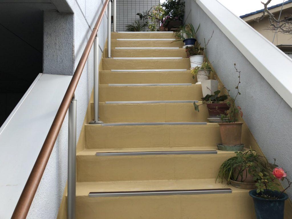 福山市新市町にて外階段の滑り止め・手摺を施工させていただきました!