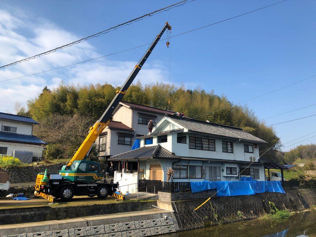 福山市芦田町にて屋根葺き替え工事中です。