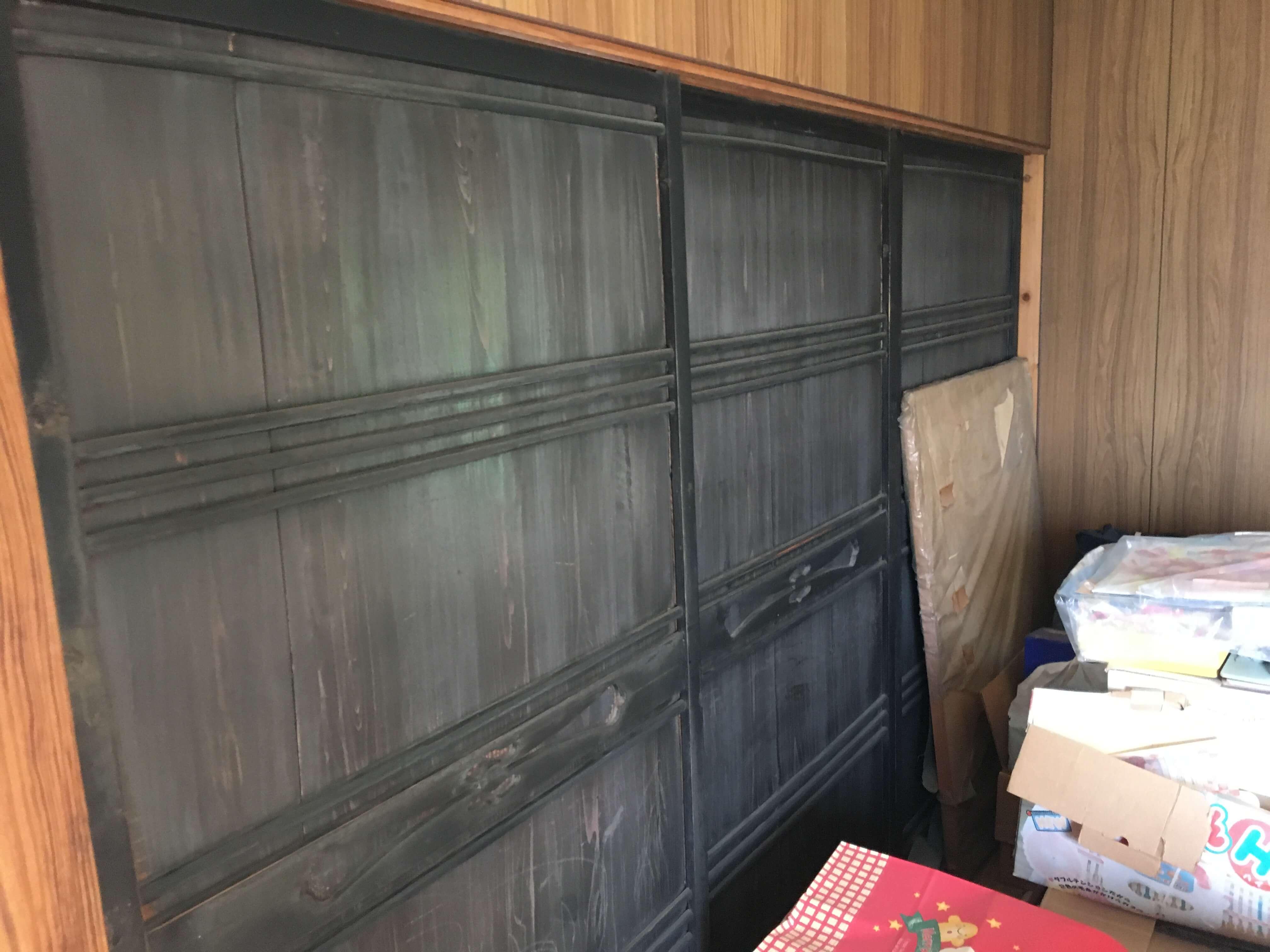 二階のお部屋は、動かない建具でお部屋が仕切ってあり、使い勝手が悪い空間でした。