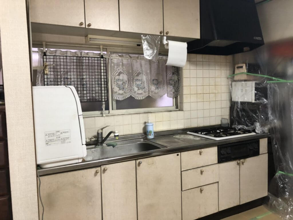 福山市駅家町にてキッチン工事を致しました。