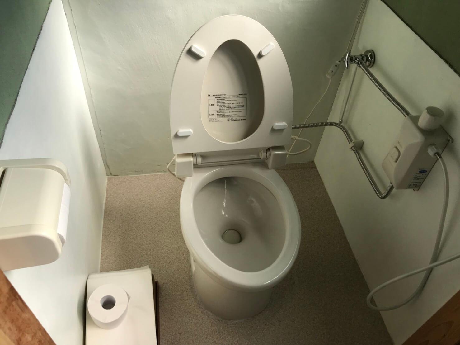 トイレは簡易水栓を使用されており、機能性がないトイレでした。