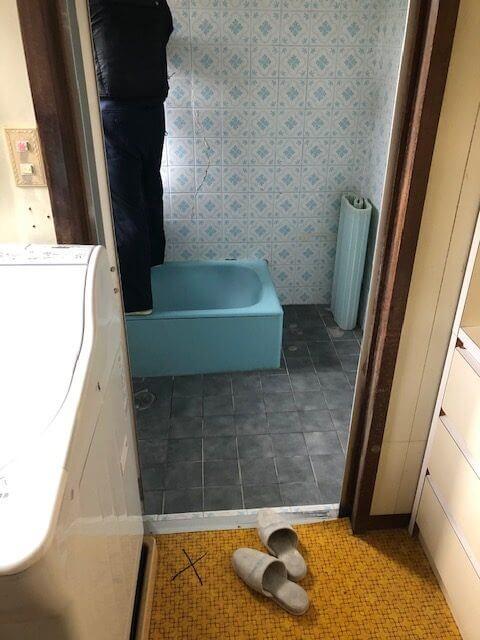 因島でお風呂 脱衣所リフォームがスタートしました